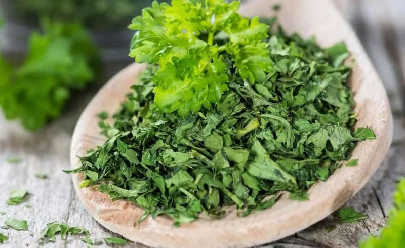 How to Properly Dry Parsley